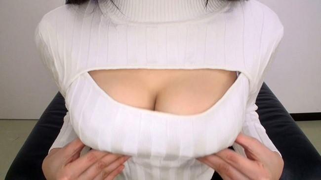 【おっぱい】ニットの服着て巨乳を見せびらかす女の子のおっぱい画像がエロすぎる!【30枚】 30