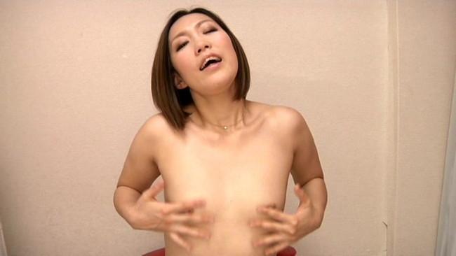 【おっぱい】ムラムラしながらコリコリしちゃっている乳首オナニーする女の子のおっぱい画像がエロすぎる!【30枚】 21