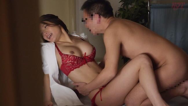 【おっぱい】隠していた性欲がほんの少しのきっかけで溢れだす!痴女気味な人妻ナースたちのおっぱい画像がエロすぎる!【30枚】 21
