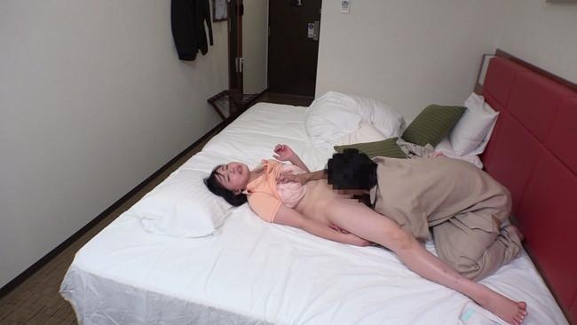 【おっぱい】旦那さんとのセックスがご無沙汰で欲求不満に悶々としていた人妻マッサージ師さんたちのおっぱい画像がエロすぎる!【30枚】 16