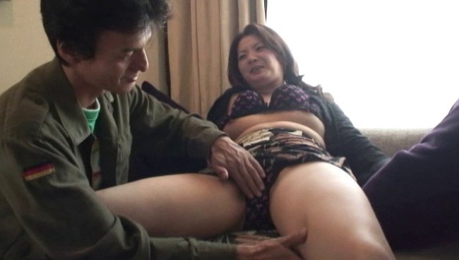 【おっぱい】ナンパしたら成功したのでホテルに連込みセックスしちゃった、街角で普通の人妻さんたちのおっぱい画像がエロすぎる!【30枚】 26
