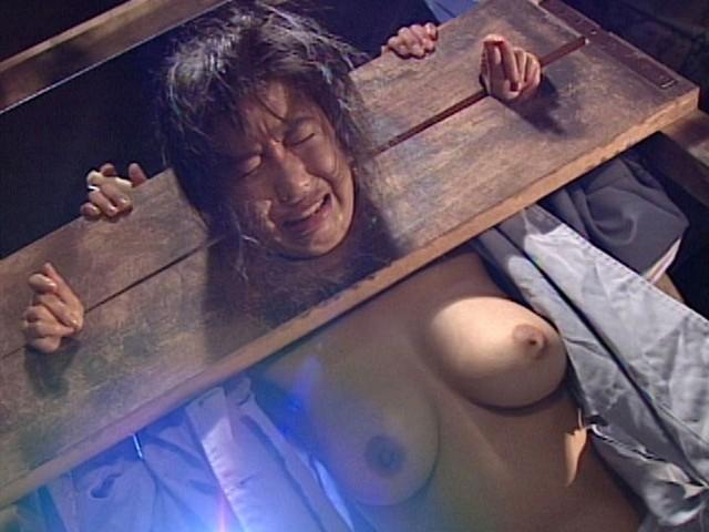 【おっぱい】刑務所に放り込まれて無茶苦茶されている女囚人のおっぱい画像がエロすぎる!【30枚】 11