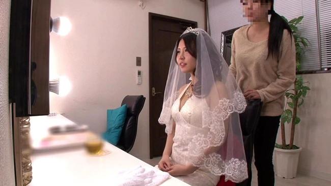 【おっぱい】ウェディングドレスを着たままエッチなことをしちゃっている女の子のおっぱい画像がエロすぎる!【30枚】 05