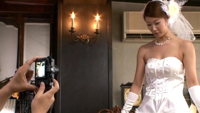 【おっぱい】ウェディングドレスを着たままエッチなことをしちゃっている女の子のおっぱい画像がエロすぎる!【30枚】 13