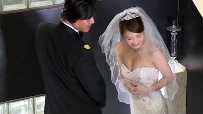 【おっぱい】ウェディングドレスを着たままエッチなことをしちゃっている女の子のおっぱい画像がエロすぎる!【30枚】 26