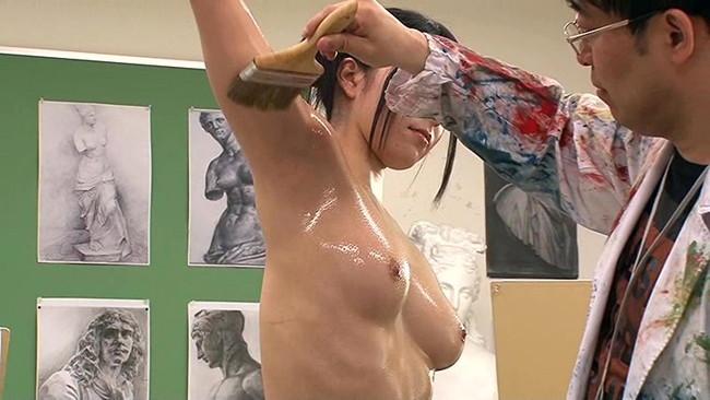 【おっぱい】芸術作品でヌードデッサンモデルをしてくれる女の子のおっぱい画像がエロすぎる!【30枚】 06