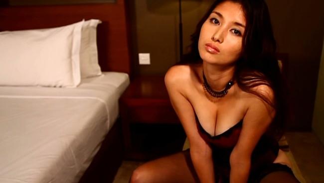 【おっぱい】愛人にしたい女でトップ・橋本マナミさんのおっぱい画像がエロすぎる!【30枚】 24