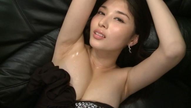 【おっぱい】愛人にしたい女でトップ・橋本マナミさんのおっぱい画像がエロすぎる!【30枚】 25