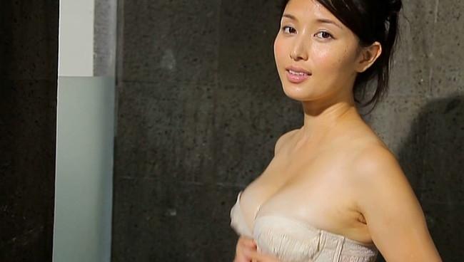 【おっぱい】愛人にしたい女でトップ・橋本マナミさんのおっぱい画像がエロすぎる!【30枚】 27