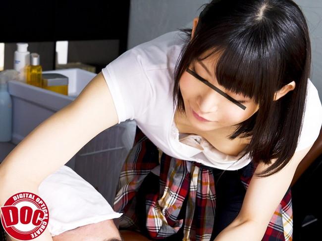 【おっぱい】見せつけるように胸チラをしてくる女の子のおっぱい画像がエロすぎる!【30枚】 07
