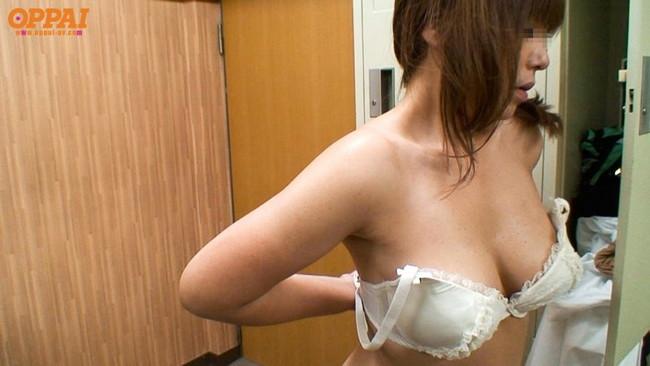 【おっぱい】見せつけるように胸チラをしてくる女の子のおっぱい画像がエロすぎる!【30枚】 17