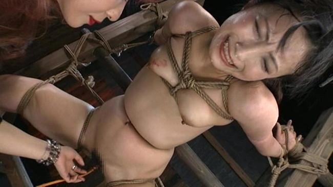 【おっぱい】屈辱な拷問をされ続ける女性のおっぱい画像がエロすぎる!【30枚】 12