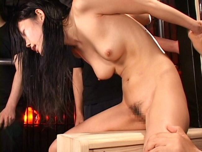 【おっぱい】屈辱な拷問をされ続ける女性のおっぱい画像がエロすぎる!【30枚】 15