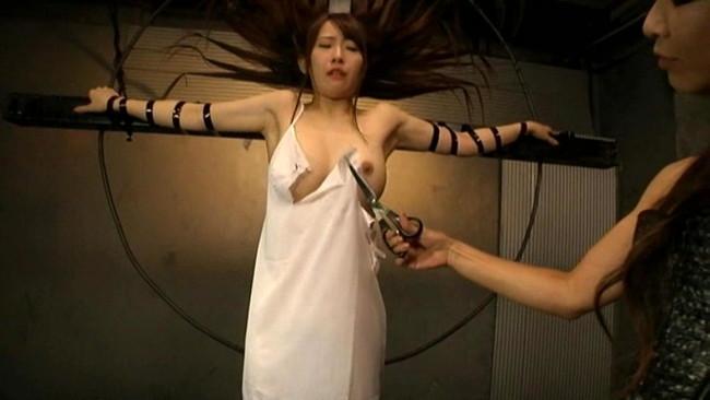 【おっぱい】屈辱な拷問をされ続ける女性のおっぱい画像がエロすぎる!【30枚】 27