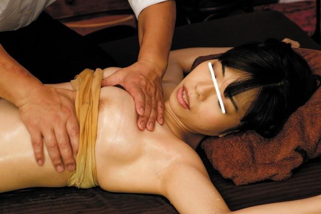 【おっぱい】オイルマッサージで性欲まで解消する女性のおっぱい画像がエロすぎる!【30枚】 12