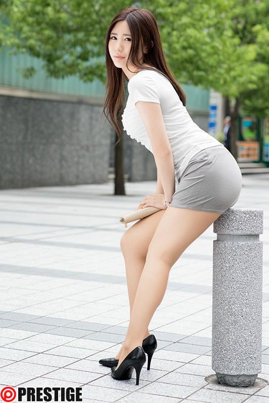 【おっぱい】頑張って働くも制服を脱げばエッチな体をしている働く女性のおっぱい画像がエロすぎる!【30枚】 09