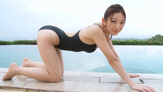 【おっぱい】競泳水着を着て微笑んでいるグラビアアイドルたちのおっぱい画像がエロすぎる!【30枚】 07