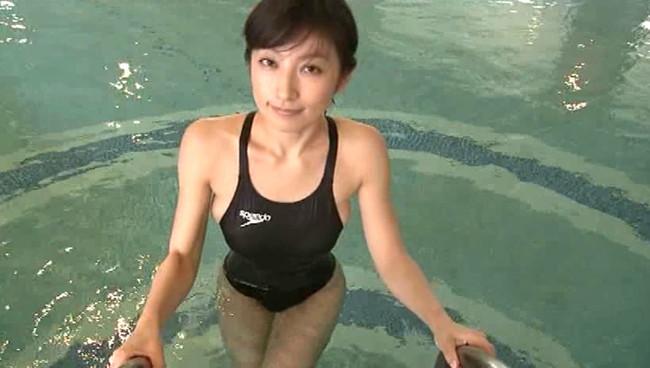 【おっぱい】競泳水着を着て微笑んでいるグラビアアイドルたちのおっぱい画像がエロすぎる!【30枚】 29