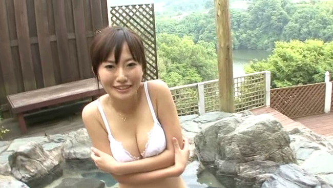 【おっぱい】温泉で癒されているグラビアアイドルたちのおっぱい画像がエロすぎる!【30枚】 04