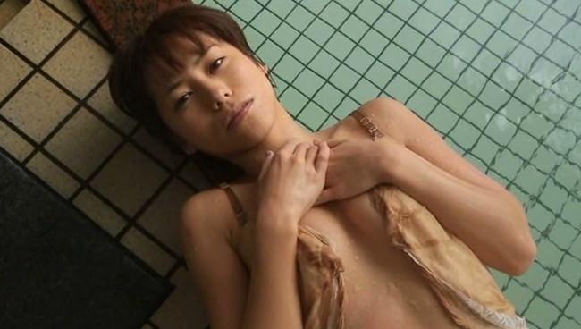 【おっぱい】温泉で癒されているグラビアアイドルたちのおっぱい画像がエロすぎる!【30枚】 21