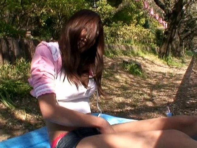 【おっぱい】ローライズで短パンを履いている美脚な女の子のおっぱい画像がエロすぎる!【30枚】