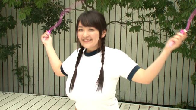 【おっぱい】縄跳びでプルンプルンと揺れ動く女の子のおっぱい画像がエロすぎる!【30枚】 03