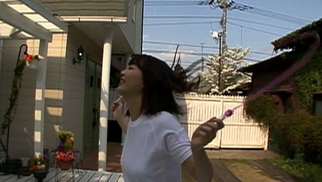 【おっぱい】縄跳びでプルンプルンと揺れ動く女の子のおっぱい画像がエロすぎる!【30枚】 06