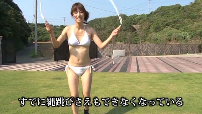 【おっぱい】縄跳びでプルンプルンと揺れ動く女の子のおっぱい画像がエロすぎる!【30枚】 09