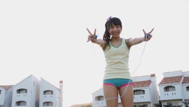 【おっぱい】縄跳びでプルンプルンと揺れ動く女の子のおっぱい画像がエロすぎる!【30枚】 18