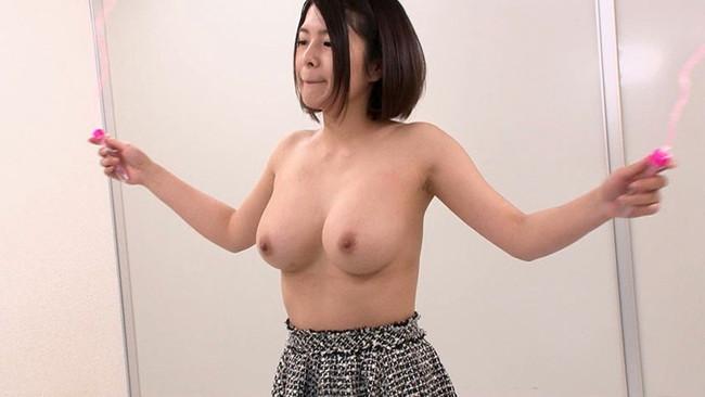 【おっぱい】縄跳びでプルンプルンと揺れ動く女の子のおっぱい画像がエロすぎる!【30枚】 23