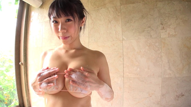 【おっぱい】着用しているものから下乳がはみ出ちゃった女の子のおっぱい画像がエロすぎる!【30枚】 04