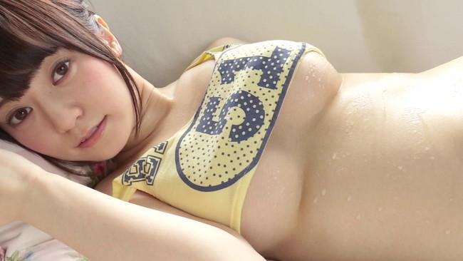 【おっぱい】着用しているものから下乳がはみ出ちゃった女の子のおっぱい画像がエロすぎる!【30枚】 06