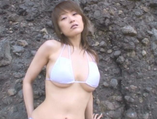 【おっぱい】着用しているものから下乳がはみ出ちゃった女の子のおっぱい画像がエロすぎる!【30枚】 20
