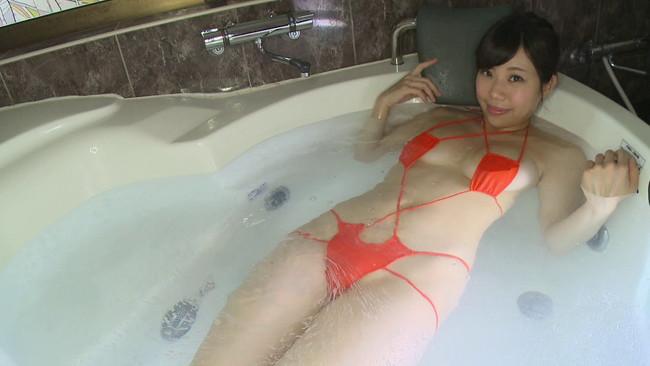 【おっぱい】前部分がパックリと開いている水着や下着姿の女の子のおっぱい画像がエロすぎる!【30枚】 05