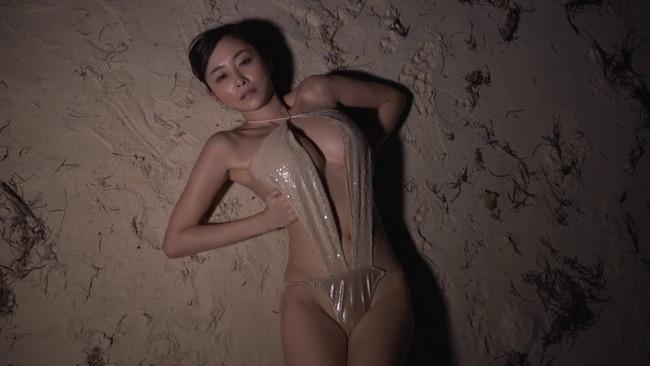 【おっぱい】前部分がパックリと開いている水着や下着姿の女の子のおっぱい画像がエロすぎる!【30枚】 10