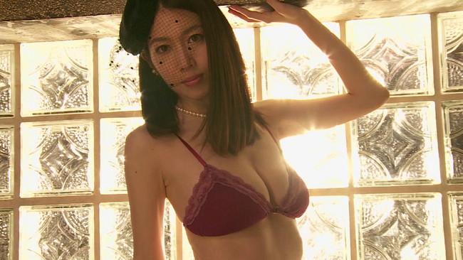 【おっぱい】形の良いFカップ美乳!色気たっぷり、パーフェクトなイイ女、小林恵美ちゃんのおっぱい画像がエロすぎる!【30枚】