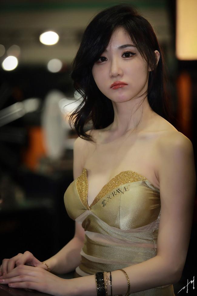 【おっぱい】中国、韓国のイベントで過激な衣装に身を包んだコンパニオンの女の子のおっぱい画像がエロすぎる!【30枚】 01