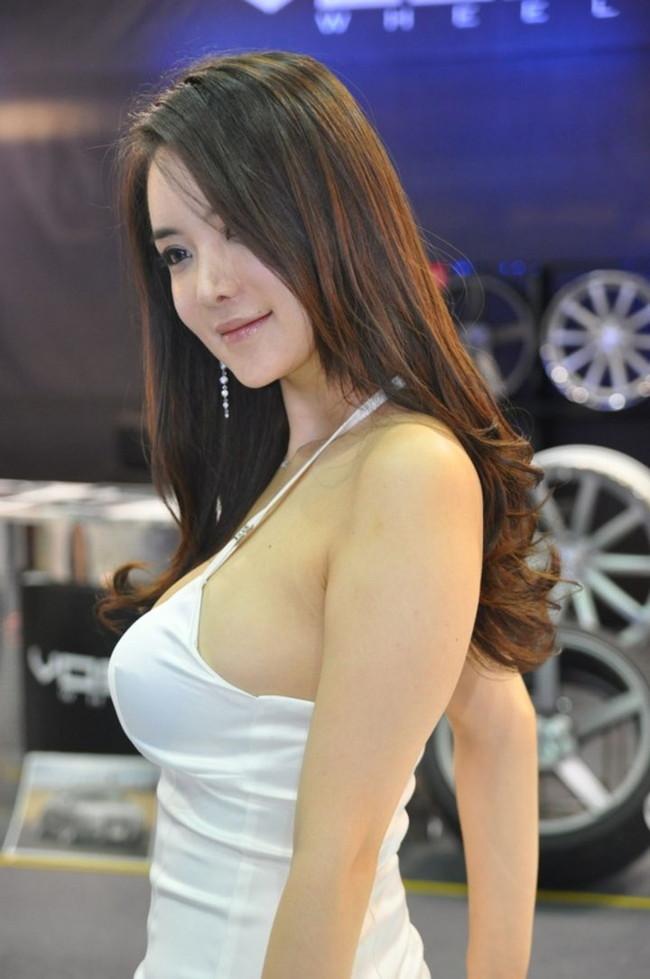 【おっぱい】中国、韓国のイベントで過激な衣装に身を包んだコンパニオンの女の子のおっぱい画像がエロすぎる!【30枚】 08