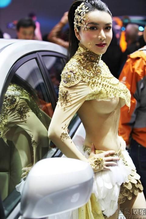 【おっぱい】中国、韓国のイベントで過激な衣装に身を包んだコンパニオンの女の子のおっぱい画像がエロすぎる!【30枚】 11