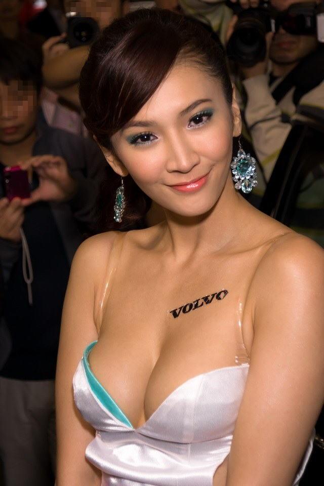 【おっぱい】中国、韓国のイベントで過激な衣装に身を包んだコンパニオンの女の子のおっぱい画像がエロすぎる!【30枚】 19