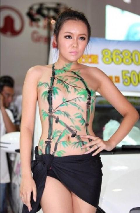 【おっぱい】中国、韓国のイベントで過激な衣装に身を包んだコンパニオンの女の子のおっぱい画像がエロすぎる!【30枚】 22