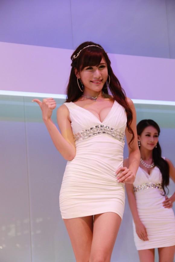 【おっぱい】中国、韓国のイベントで過激な衣装に身を包んだコンパニオンの女の子のおっぱい画像がエロすぎる!【30枚】 24
