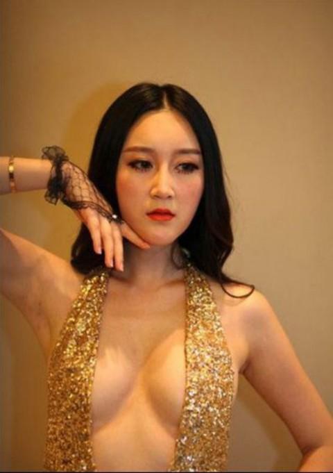 【おっぱい】中国、韓国のイベントで過激な衣装に身を包んだコンパニオンの女の子のおっぱい画像がエロすぎる!【30枚】 30