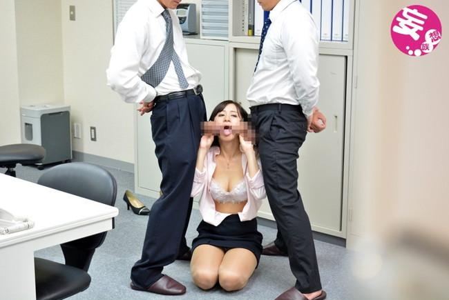 【おっぱい】会社でいき過ぎたセクハラを受けてしまった女性のおっぱい画像がエロすぎる!【30枚】 19