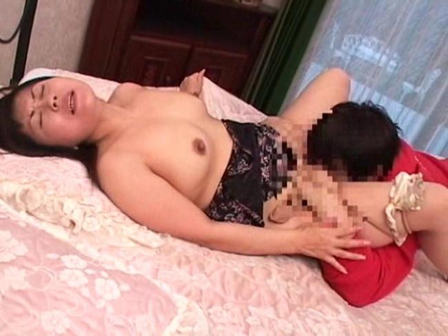 【おっぱい】昭和のエロスの雰囲気に包まれている女性のおっぱい画像がエロすぎる!【30枚】 04
