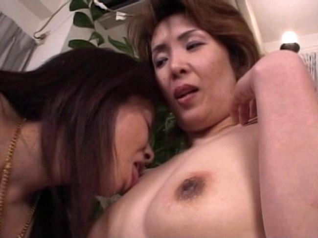 【おっぱい】昭和のエロスの雰囲気に包まれている女性のおっぱい画像がエロすぎる!【30枚】 25