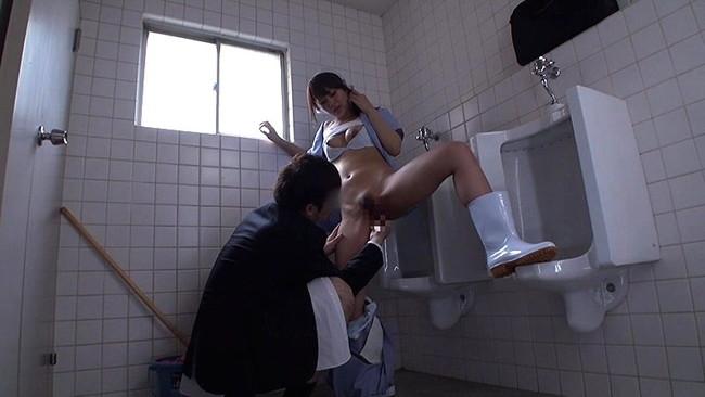 【おっぱい】汚れたものを綺麗にしてくれるパートで働く清掃員の女性のおっぱい画像がエロすぎる!【30枚】 15