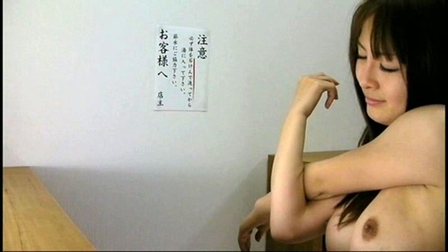 【おっぱい】女子寮のお風呂の脱衣所で盗撮されてしまった女の子のおっぱい画像がエロすぎる!【30枚】 19