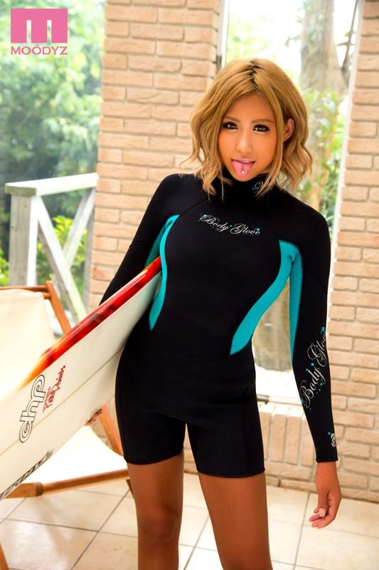【おっぱい】波も男も乗りこなしちゃう女性サーファーのおっぱい画像がエロすぎる!【30枚】 01