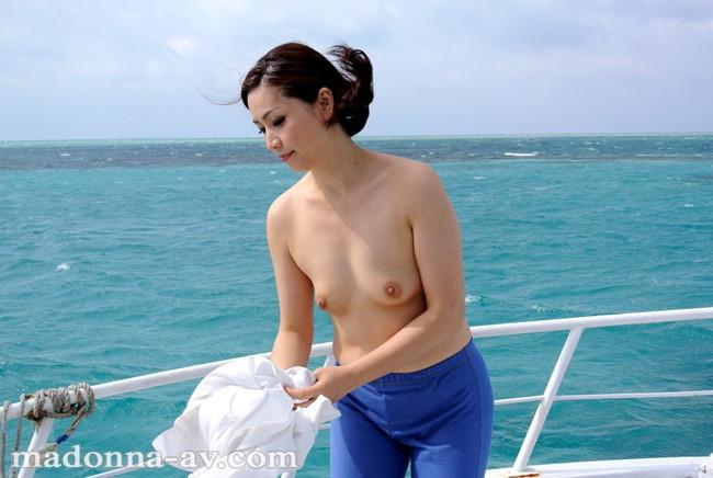 【おっぱい】漁師の男と一緒になった漁師の奥さんである女性のおっぱい画像がエロすぎる!【30枚】 01